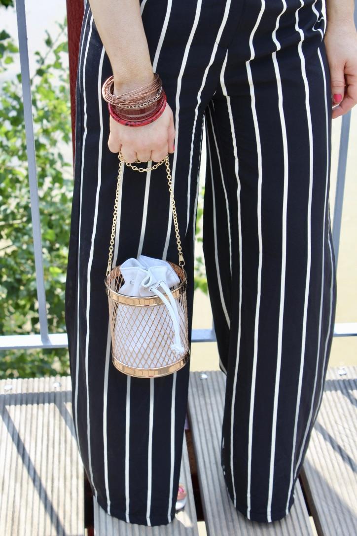 détails looks pantalon large rayures