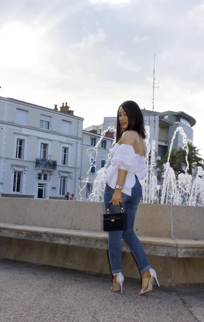 look top blanc et jeans destroy