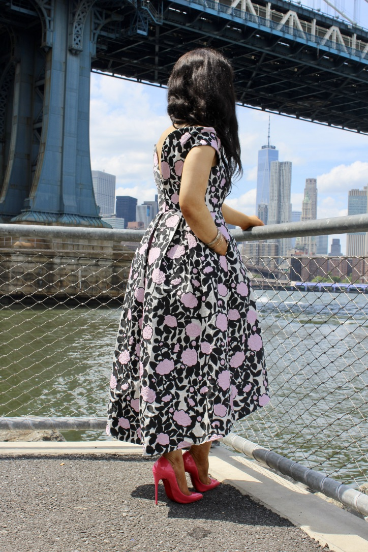 robe fleurs style bardot et escarpins Louboutin