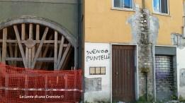 L'Aquila, centro storico - Muri sgretolati e puntellati