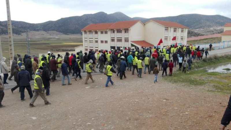 الجمعية المغربية لحقوق الإنسان تتضامن مع عمال سد مداز المعتقلين