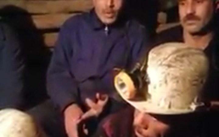 اعتصام 100 عامل من منجم جبل عوام داخل المنجم على عمق 700 متر تحت الأرض