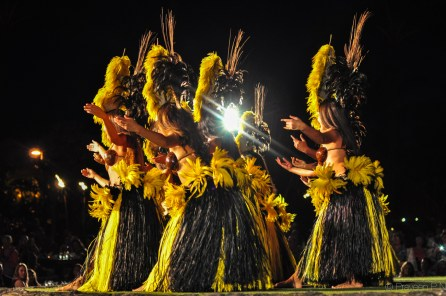 Hula at the Old Lahaina luau
