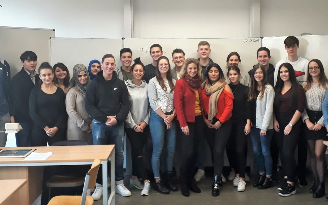 Landtagsabgeordnete Dr. Anna Köbberling besucht Koblenzer Schulen
