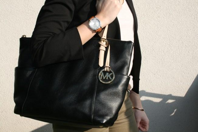Outfit Black Green Kors Tasche Sonnenbrille