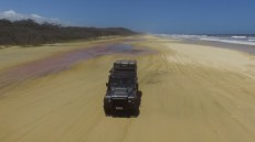 in giro per Fraser Island con il Defender di Paolo (Immagine estratta da una ripresa aerea con drone. Video e Foto: Simone Chiesa)