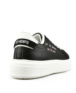 Дамски обувки 084-67 цвят черен Спортно-елегантни, дамски обувки, тип кец . Изчистен стил с декорация сърце и надписи.
