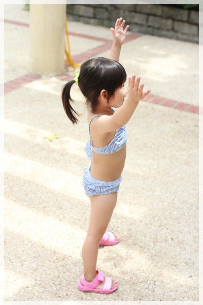 ﹝4Y1W1D﹞Melody阿姨家游泳樂《Blog365-21》