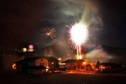 The fireworks on the right are blown out with a 30 sec exposure, but the ones on the back are ok. Go figure...