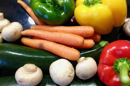 Karotten, Pilze, Paprika und Zucchini