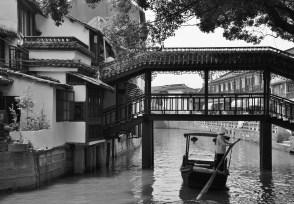 Bridge and boat // Pont et barque