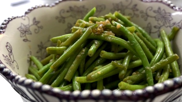 Spicy Green Beans with Shallots, Garlic, and Ginger