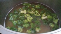 Blanch the broccoli florets for 1 minute