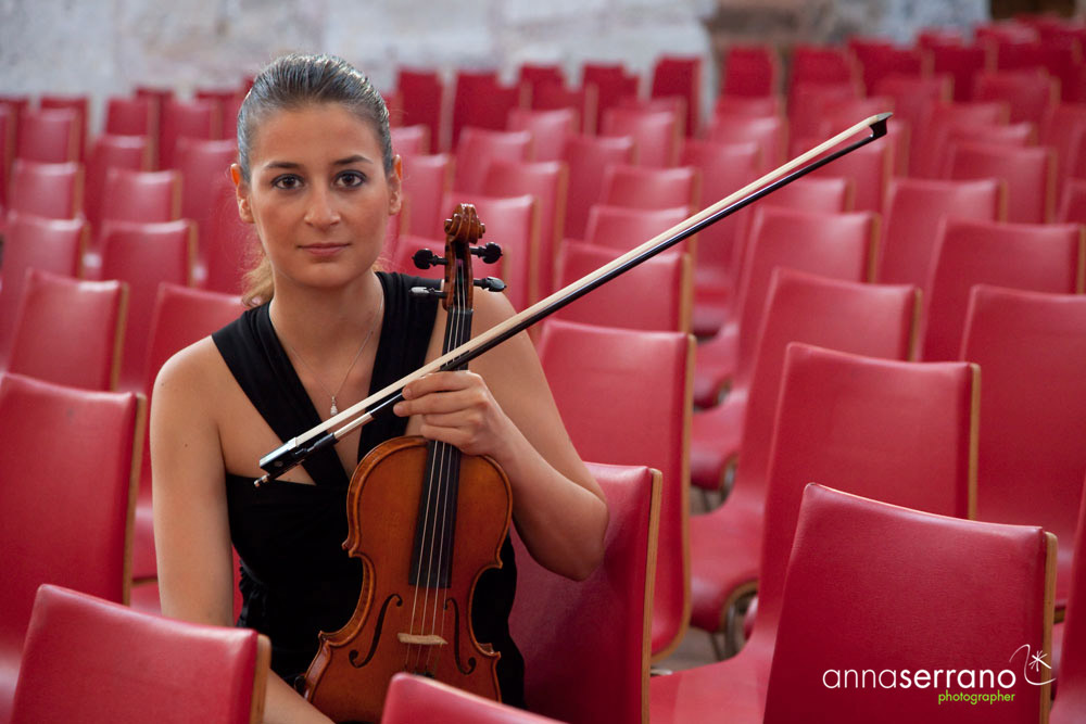 Ozge Ozerbek, violinist, Izmir