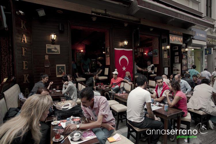Turkey, Marmara Region, Istanbul, Beyoglu district, Taksim, bar in Taksim