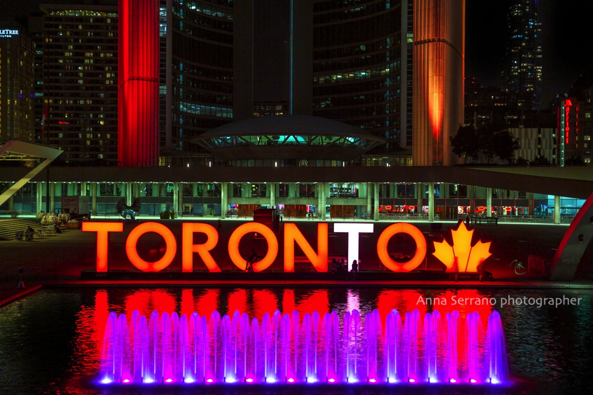Toronto, Nathan Phillips Square