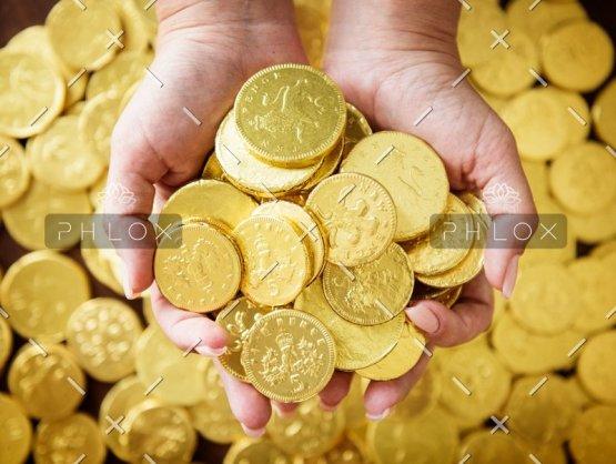 golden-chocolate-coins-PK4HX6B