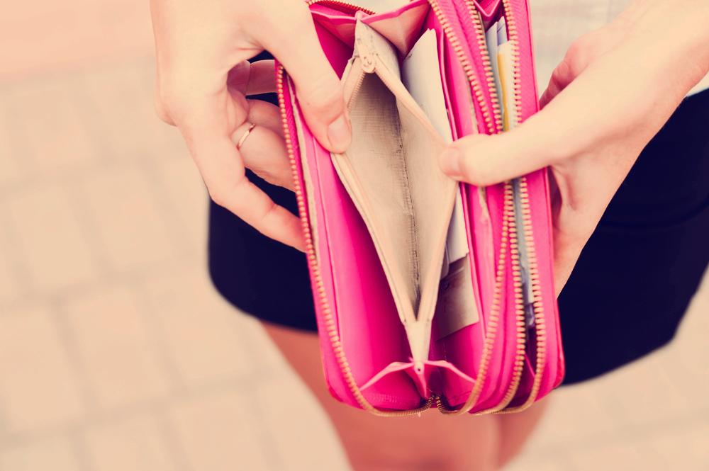 12 klimatsmarta tips som sparar dig pengar när plånboken gapar tom.