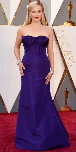 Reese Witherspoon, abito Oscar De La Renta, gioielli Tiffany&Co.