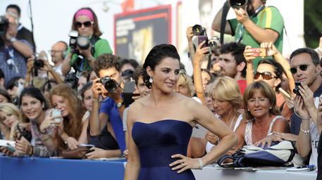 Luisa Ranieri madrina di Venezia 71: il giusto look è una questione di forme e colore!