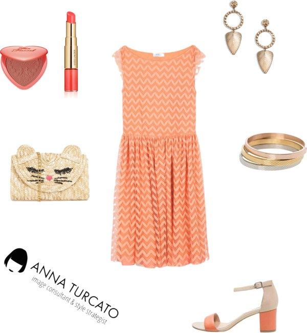Coral dress di annaturcato contenente hoop earrings