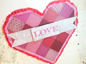 01-16 ABD FAUX QUILTED VALENTINE DOOR DECOR 8