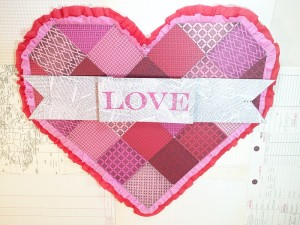 01-16 ABD FAUX QUILTED VALENTINE DOOR DECOR MAIN