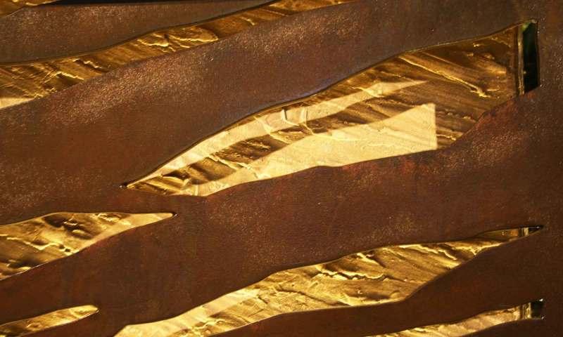 Auteldétail: fonte rouillée et bronze.