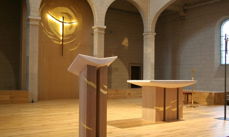 Espace liturgique, autel, ambon, espace de gloire.