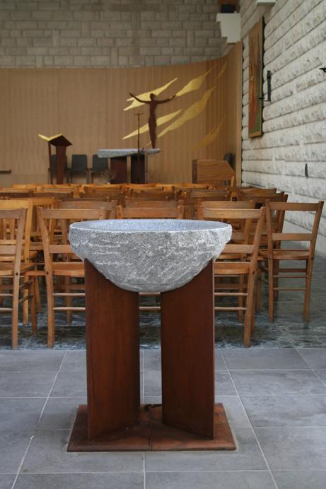 baptistère pierre et acier rouillé
