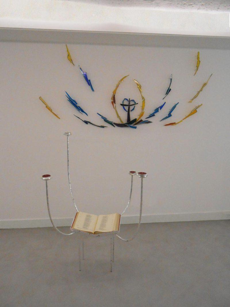 Mural: acier et verres soufflés Sculpture de la parole: acier feuille d'argent