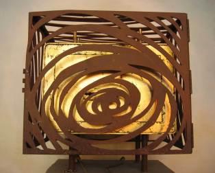 Tabernacle acier rouillé, coffre fort doré à la feuille d'or.