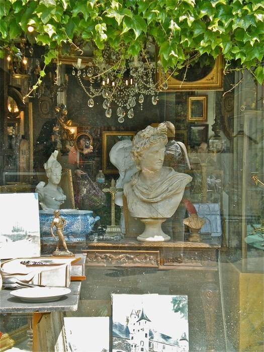 Vernaison, art market