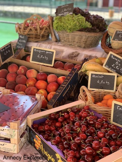 Le marché en vieille ville d'Annecy