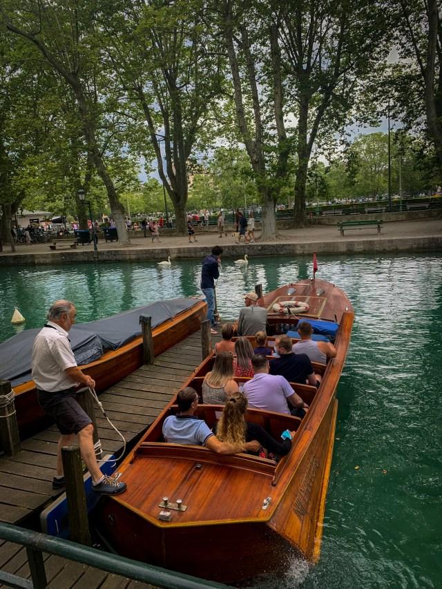 Prendre le bateau vedette à Annecy