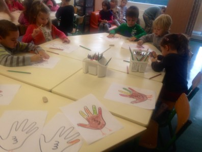 Hand turkeys in class