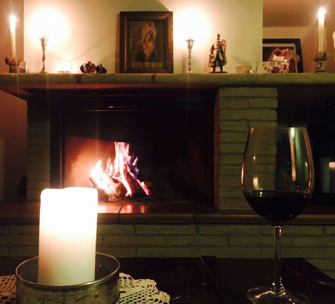 Er du redd for å være alene? Vin og en vingård i Italia i varm vårsol i mars lokker. Denne gangen er jeg her helt alene på vingården, i en hel uke. Det er første gang. Usjenert. Langt fra landsbyen. Tør jeg det - og i så fall, kommer jeg hjem mindre mørkredd og med en følelse av seier.