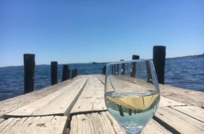 Viner som forlenger sommeren. Her fra brygga på en av favorittrestaurantene mine ved Bolsena-sjøen i Italia.