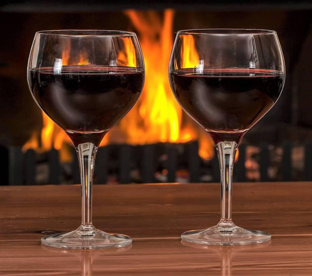 Det er november og slipp av nye viner.I ukene før desember prøver jeg begrense meg og leter etter rimelige og gode viner. Her er noen forslag. Foto: Pixabay