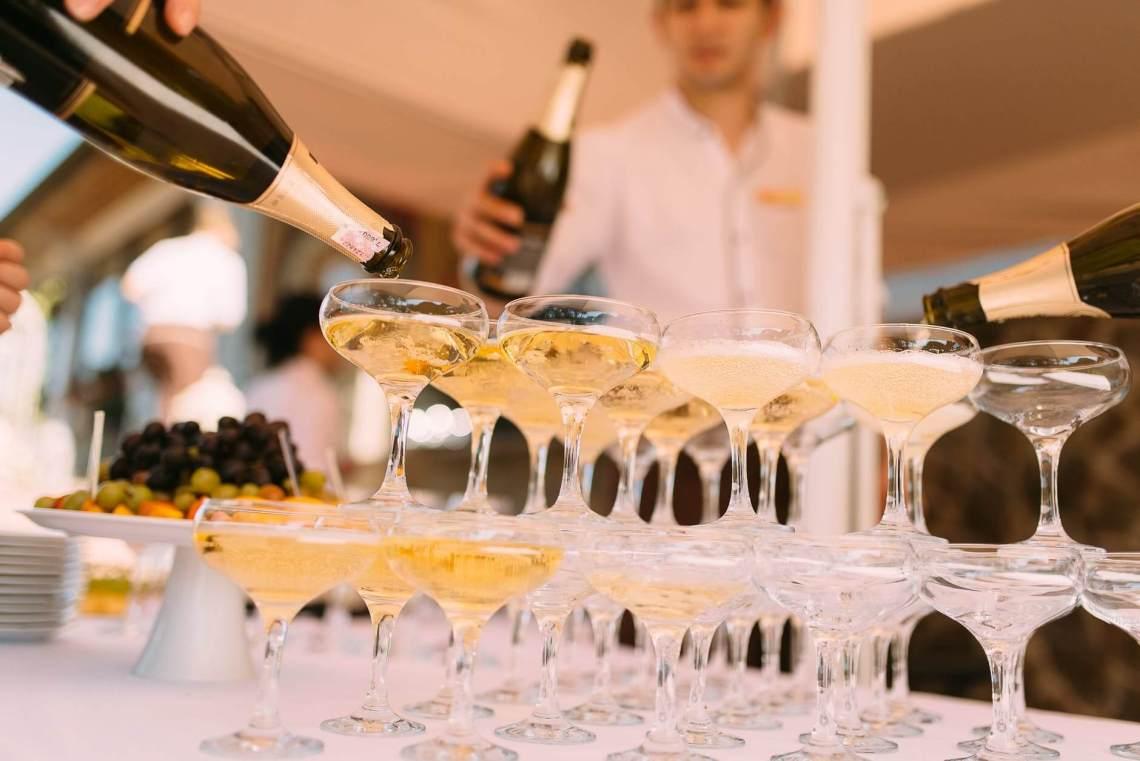 Er du på jakt etter en eksklusive musserende fra England eller Champagne? Her er forslag til noen viner som kommer i et begrenset antall flasker torsdag 6. juni.