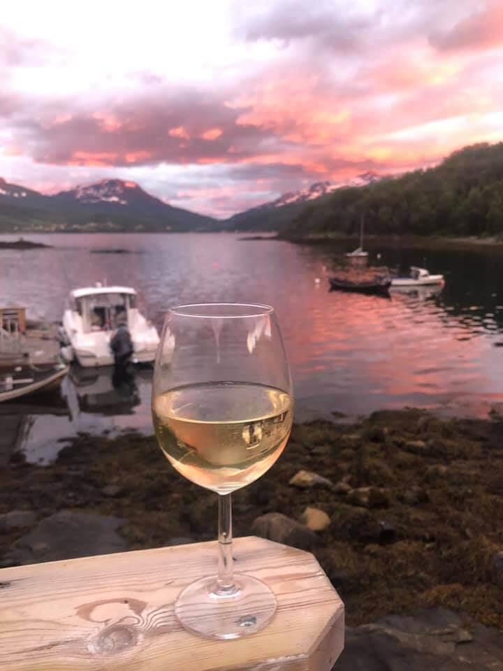 Stadig flere av oss betaler mer for vin på boks. I segmentet hvitvin på kartong over 500 kroner, er økningen markant de siste månedene. Her er fem forslag.