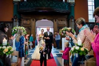 Huwelijksfotograaf Stefanie & Lander - Oedelem Kerk - bruid en vader