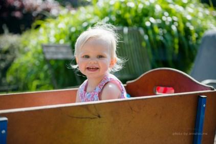 Little - fotoshoot - 2 jaar - zomers - spelen - lifestyle - smile