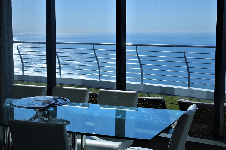 Luxurious minimalist Interior - Umhlanga Pearls Penthouse