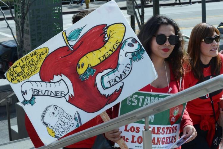 Texas  legislators  vote  for $5K  raise  for  teachers  as  strike  looms  in  Kentucky