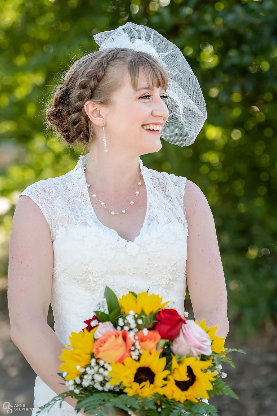 The bride's attire was inspired by the 1920s.