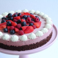 Browniekage med hindbær mousse