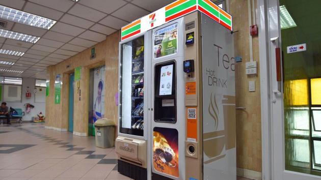 病院内の自販機 Photo by thairath