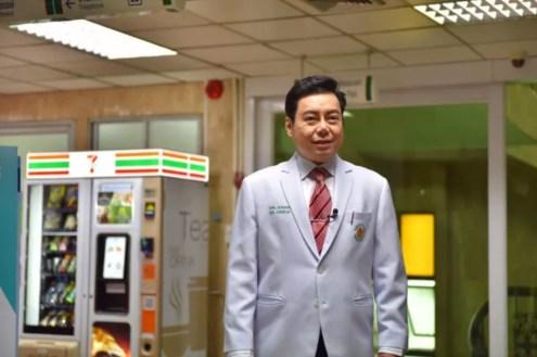自販機需要を語る医師 Photo by thairath