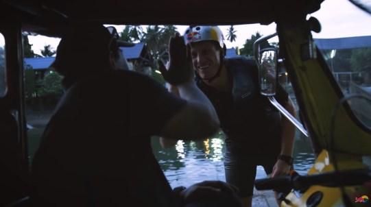 お釣りをもらい「コープンカップ」というドミニク